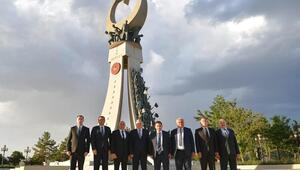 Şehitler anıtını ziyaret ettiler