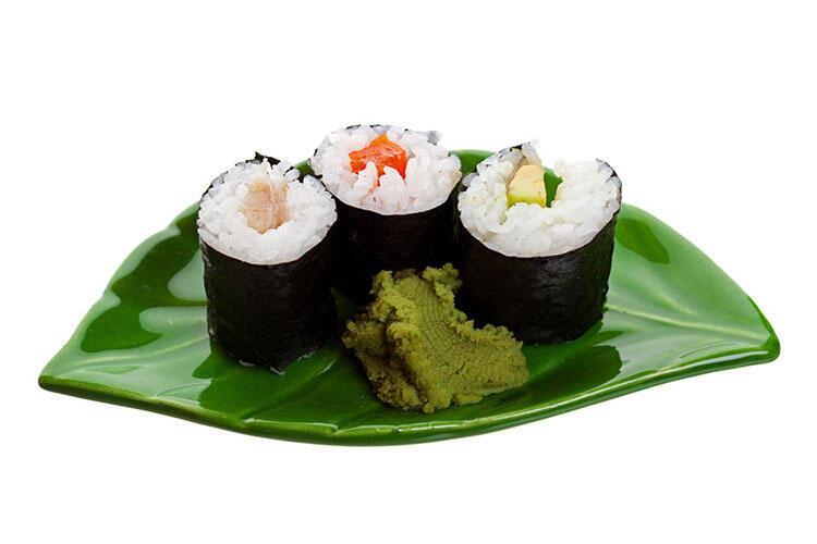 Somon fümeli ve avokadolu suşi tarifi