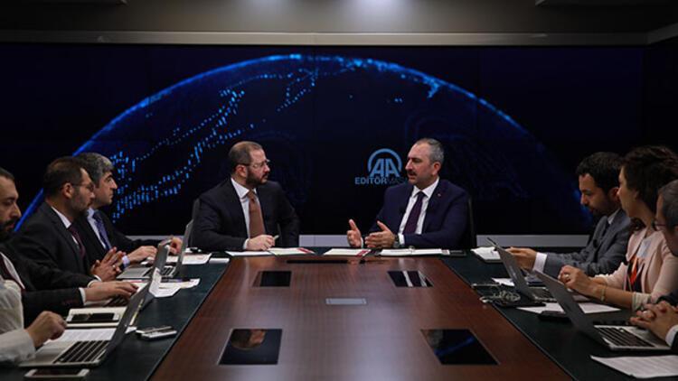 Adalet Bakanı'ndan 'etek boyu' tartışması açıklaması: 'Fırsat vermeyeceğiz'