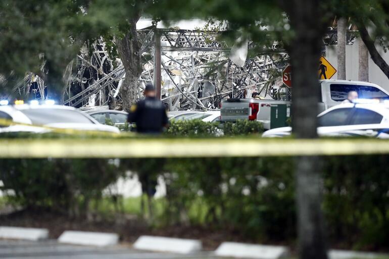 ABDde AVMde patlama... Savaş alanına döndü