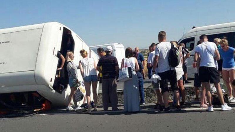 Denizli'de turistleri taşıyan tur otobüsü devrildi